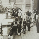HH leaving the Nyaya mandir after the Nazrana Darbar 27.04.1939